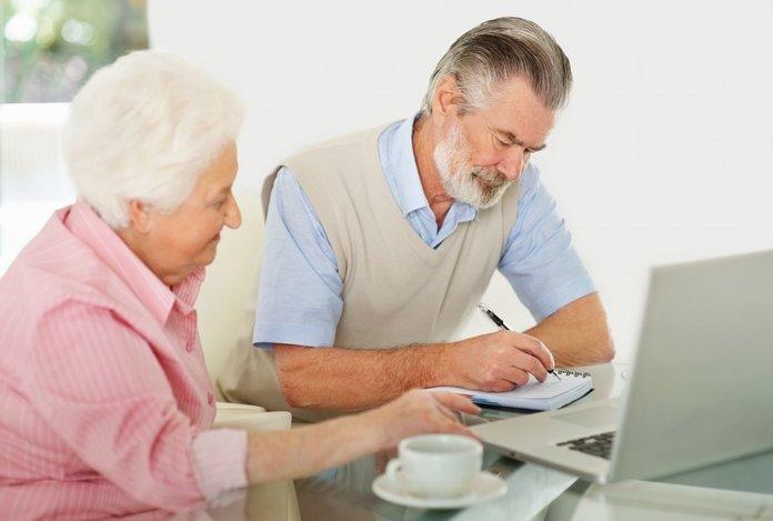 Пенсионеры оформляют субсидию
