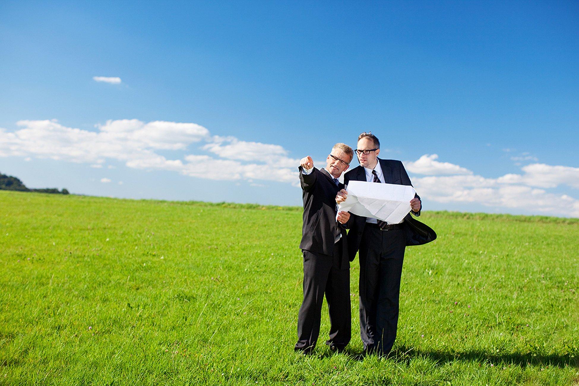 Как бывшему работнику колхоза (совхоза) выделить полученный пай земли в натуре и переоформить его в собственность? - YURNedvig