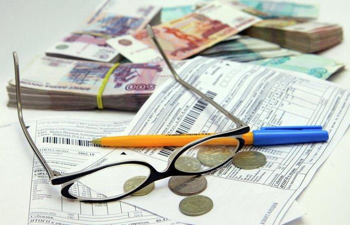 Деньги, очки и счета за коммунальные услуги