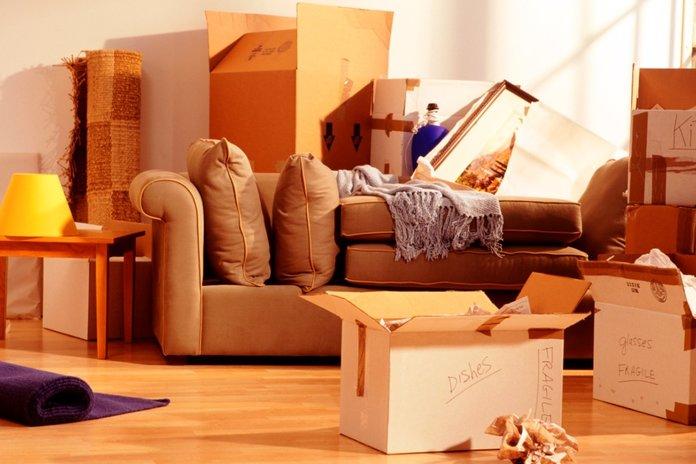 Упаковка коробок во время переезда