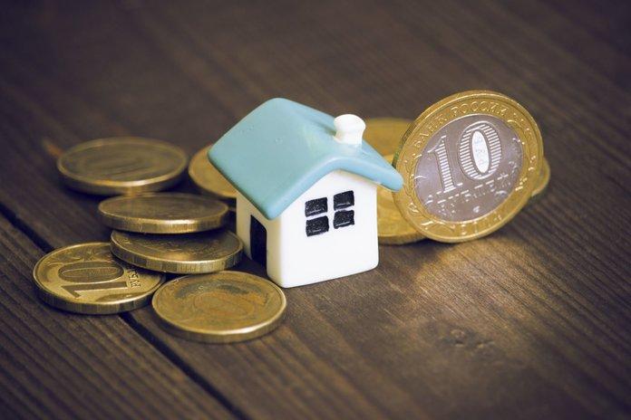 Деньги и игрушечный дом