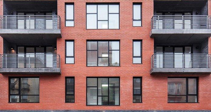 Жилой дом - вид на окна