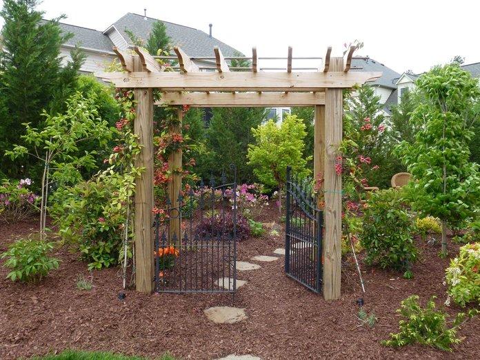 Красивые ворота в сад