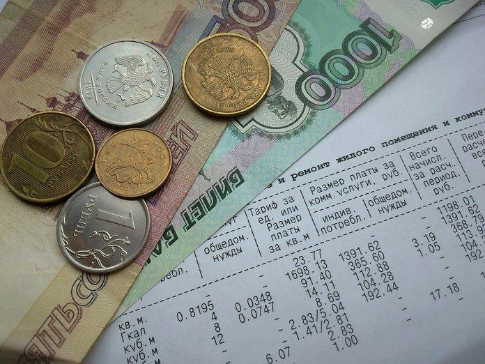 Деньги и счета за коммунальные услуги