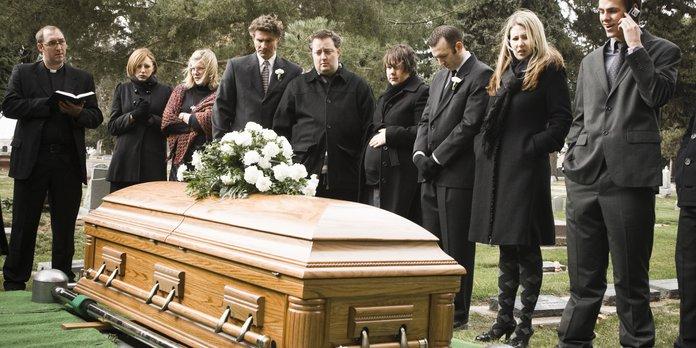 Наследники на похоронах