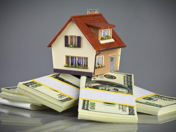 Символичная зарисовка - дом на пачке долларов