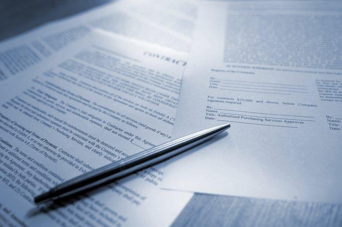 Важные документы и ручка