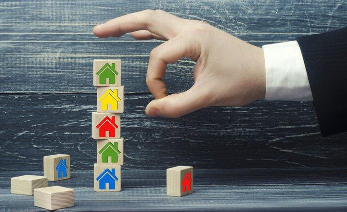 Как обезопасить себя от покупки квартиры с долгами?