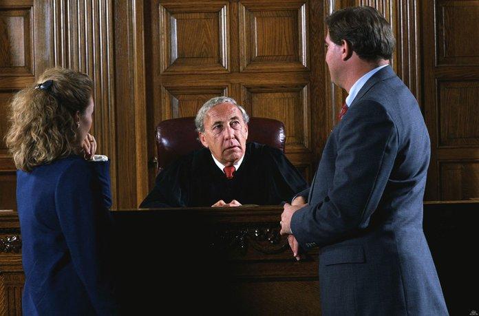Дарственную возможно оспорить через суд