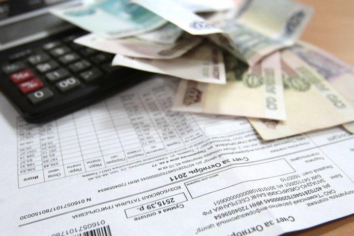 Коммунальные платежи, деньги и калькулятор
