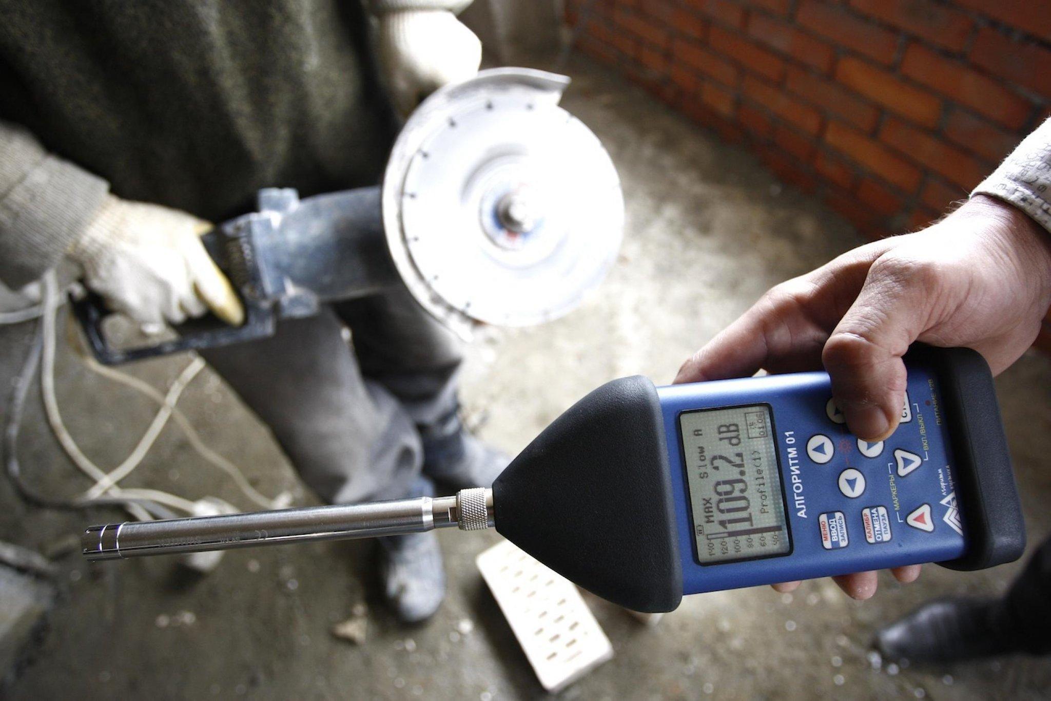 Как самостоятельно измерить уровень шума в квартире