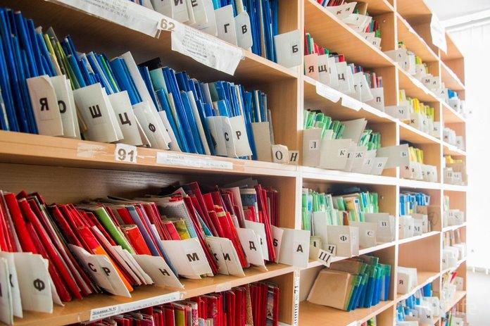 Карточки в регистратуре поликлиники