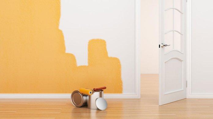Покраска стены в желтый