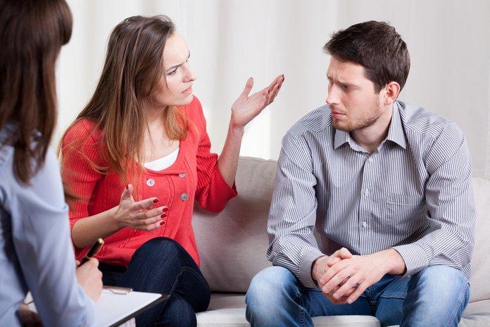 Супруги обсуждают развод