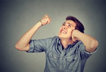 Как бороться с шумными соседями сверху по закону?