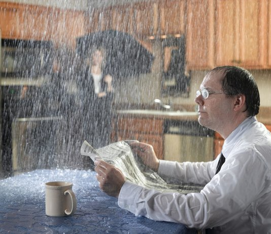 Что делать, если течет крыша, а управляющая компания ничего не делает?