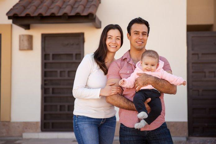 Семья, купившая дом с земельным участком